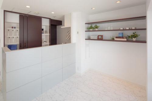 白を基調に開放感あふれる光に満ちたデザインリフォーム