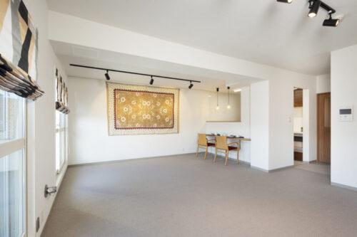 和室とリビングを一体化し、大きな空間に